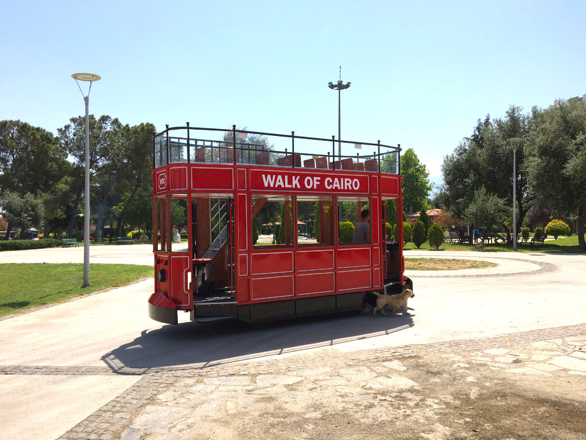 electric trackless tram